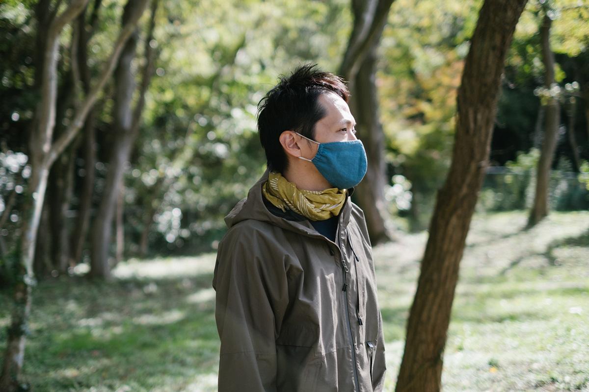 渡邉さん、ハンモックに適した場所を発見