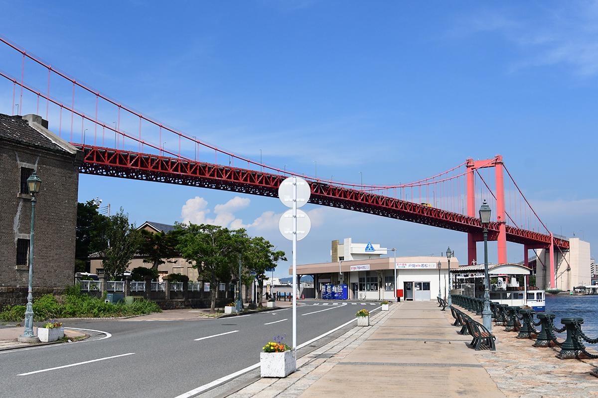 この位置からの若戸大橋はおなじみの構図。北九州市を象徴する景色です。